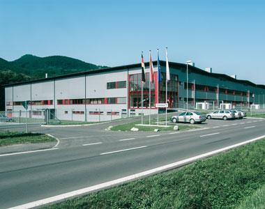 Dieses Bild zeigt das Tubexwerk Zarnovica in der Slowakei.